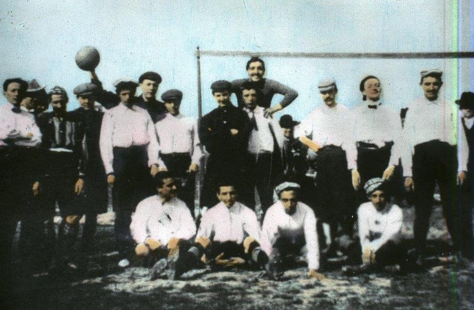 Одна из первых футбольных форм Ювентус 1900 год